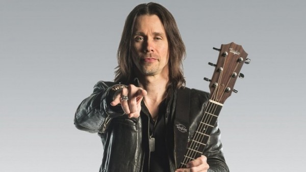 MYLES KENNEDY interprète « Year Of The Tiger » en live acoustique