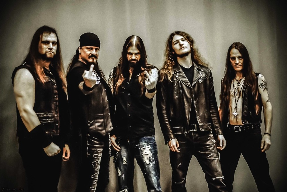 ICED EARTH: ''Incorruptible'' dans les Charts!