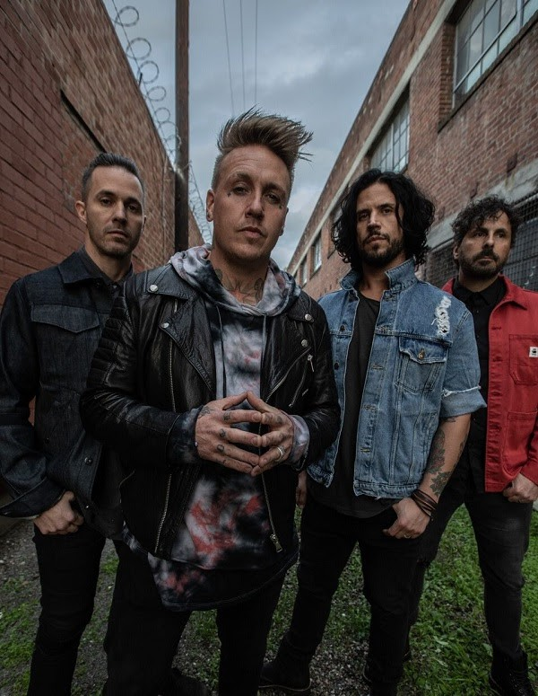 Papa Roach sort un clip pour ''Come Around''  issu de leur dixième album studio ''Who Do You Trust ?''.