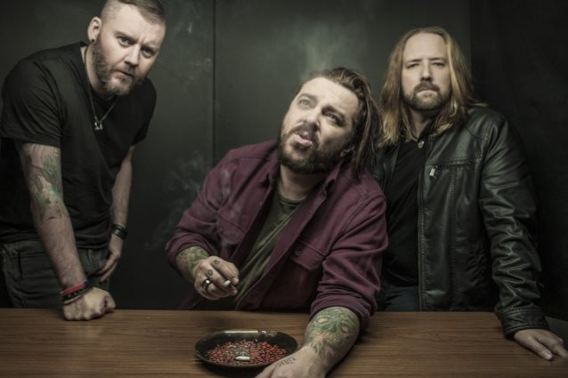 SEETHER reprend « Against The Wall » en version acoustique !