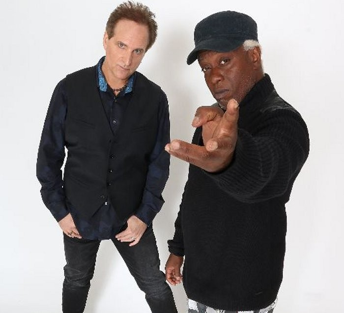 Stevie D et Corey Glover font équipe pour un nouvel album ''Torn From The Pages''.